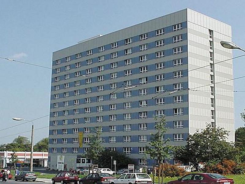 Plattenbau Mehrfamilienhaus,  Ackermannstraße 1, Dresden, 216 Wohneinheiten